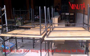 bàn ăn mặt bàn bằng gỗ chân bàn bằng sắt hộp