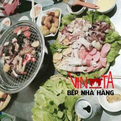 lò nướng thịt bằng than đặt trên mặt bàn